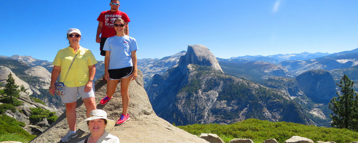 Glacier-Point-Sightseeing-from-the-Yosemite-Valley